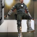 hot-toys-tony-stark-mech-test-version-sixth-scale-figure-iron-man-marvel-img03