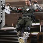 hot-toys-tony-stark-mech-test-version-sixth-scale-figure-iron-man-marvel-img04